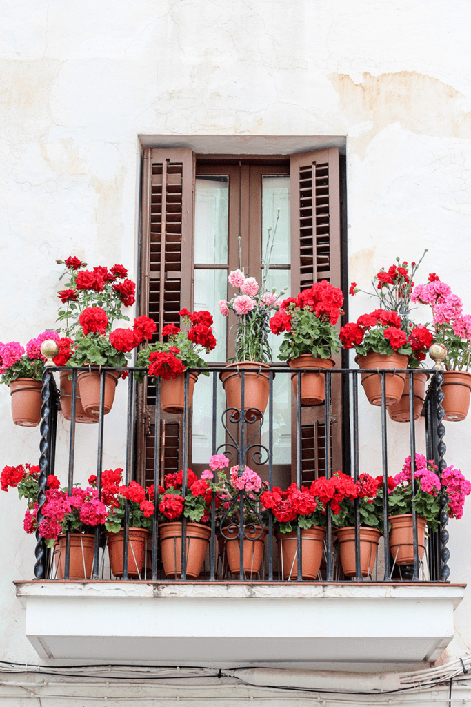 5 ideas para decorar balcones urbanal for Como cerrar un balcon
